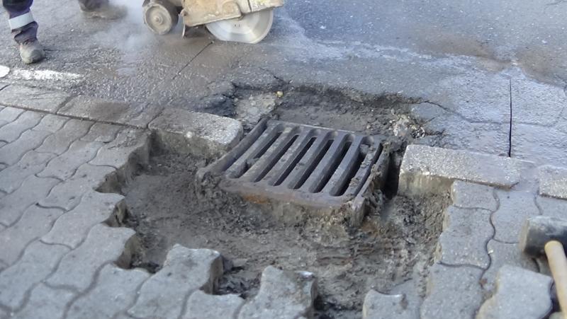 Közműhelyreállítási munkálatokat végez a NYÍRVV a Hunyadi utcán