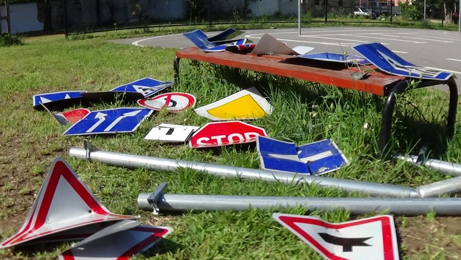 KRESZ-táblákat rongáltak Nyíregyházán