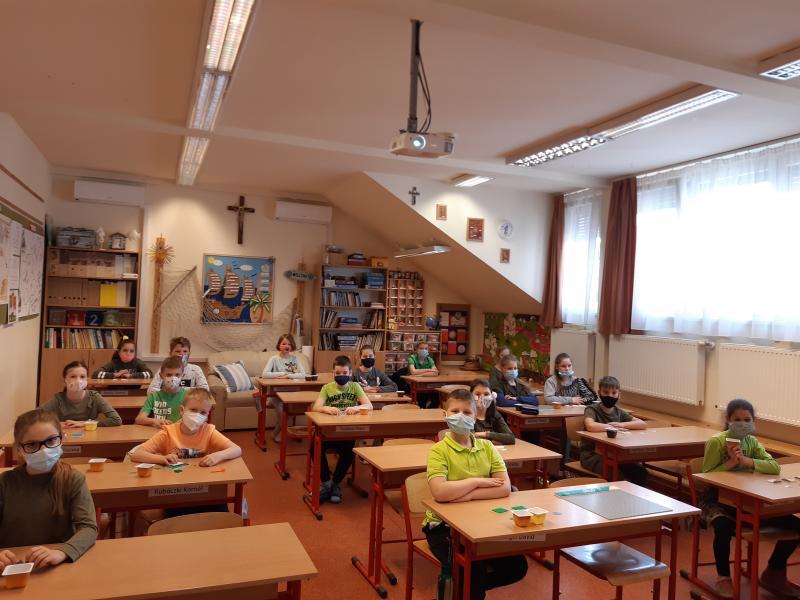 Lego mozaikokkal a Föld napján a Szent Imre Katolikus Általános Iskolában