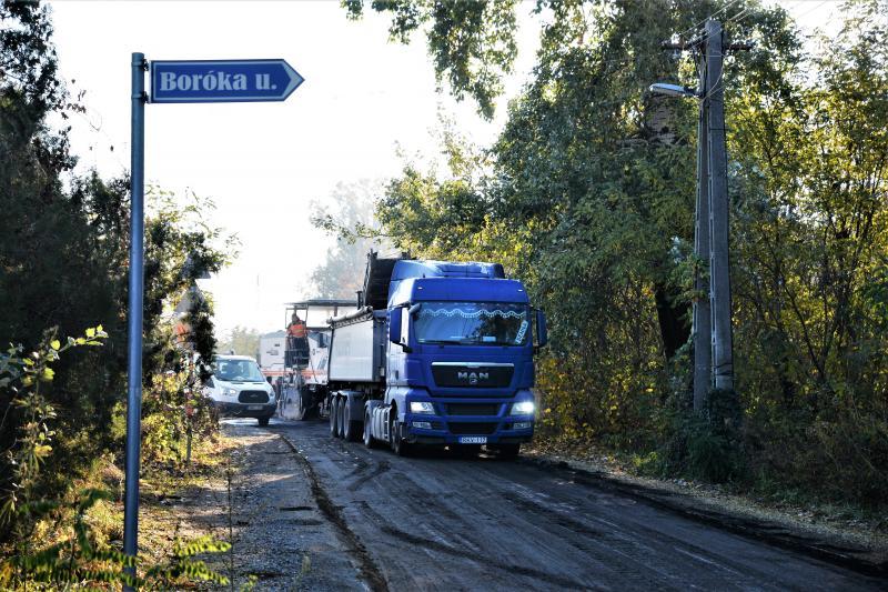 Megkezdődött az útfelújítás az Oláhréti úton