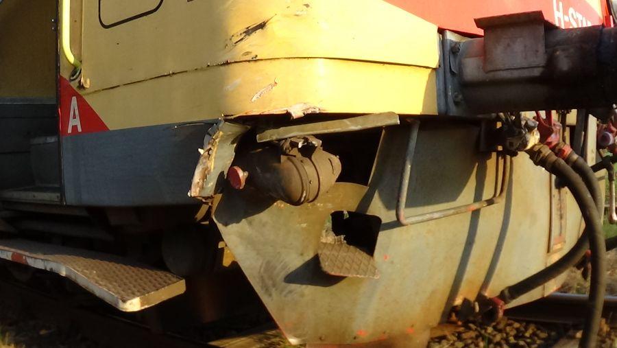 Motorvonat és személygépkocsi ütközött vasárnap