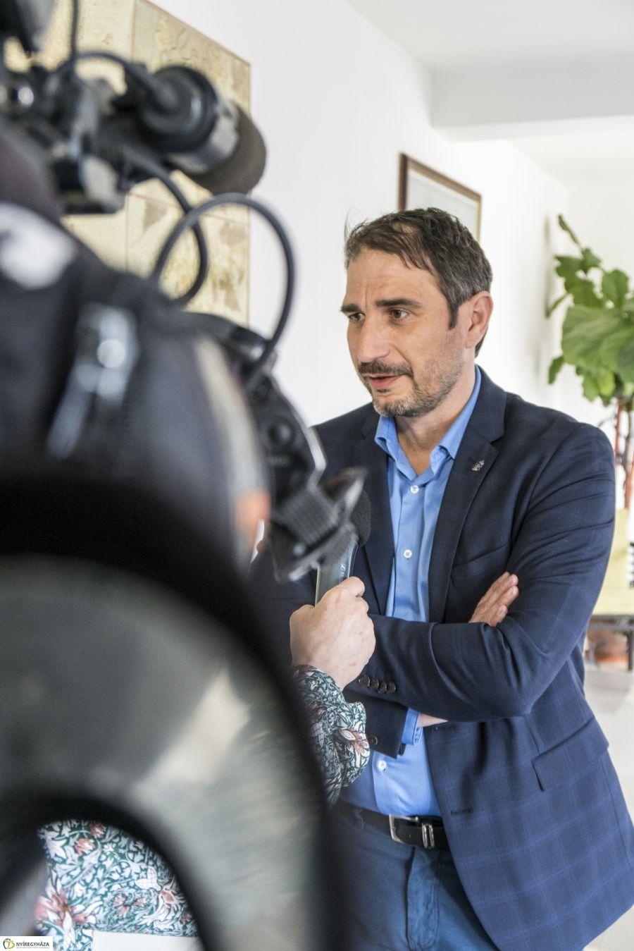Müller Rolf előadása a Levéltárban