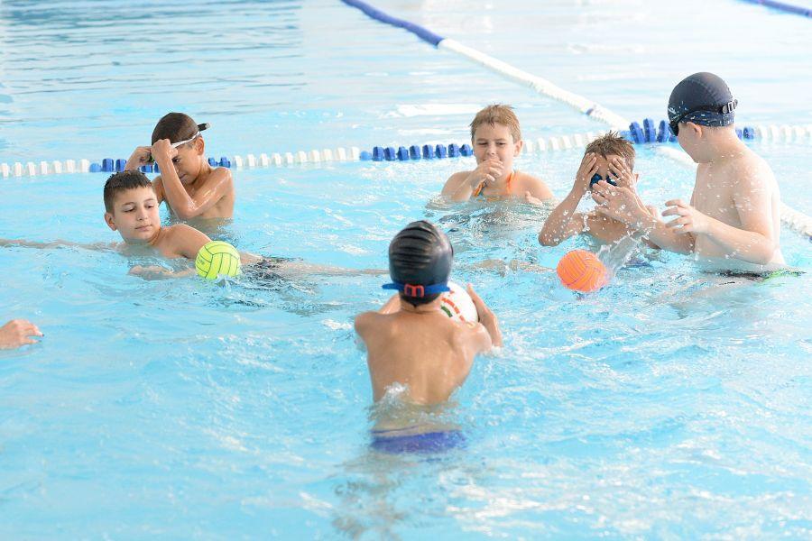 Napközis úszótábor
