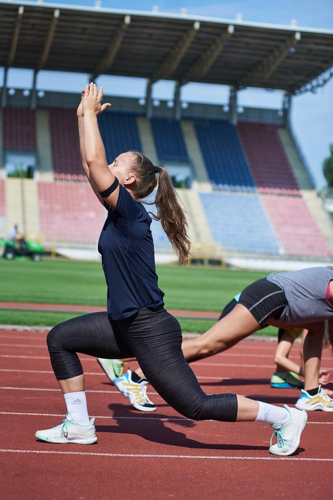 Női röpi edzés a stadionban