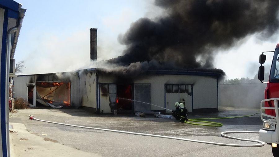 Nyíregyházi üzemcsarnok lángolt