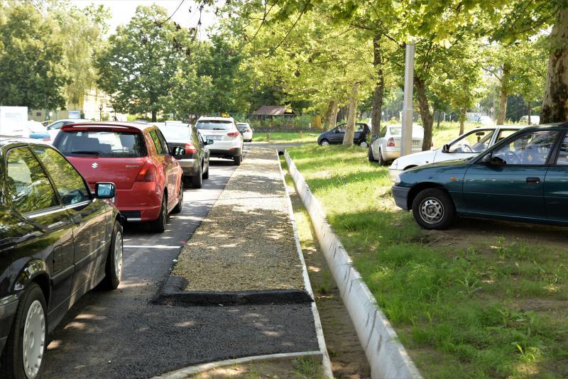 Parkoló átadás a Dunapack előtt