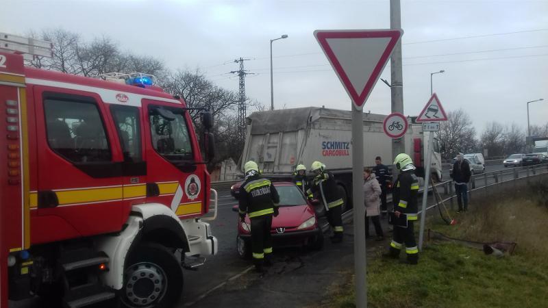 Péntek reggli baleset a Debreceni úton