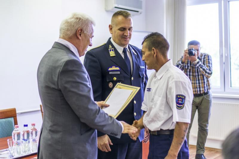 Rendőröket, polgárőröket és közterület-felügyelőket jutalmaztak
