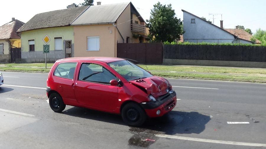 Ráfutásos baleset történt az Orosi úton