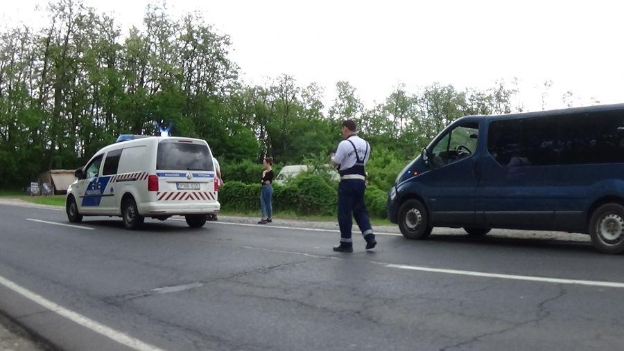 Rendőrautóval ütközött