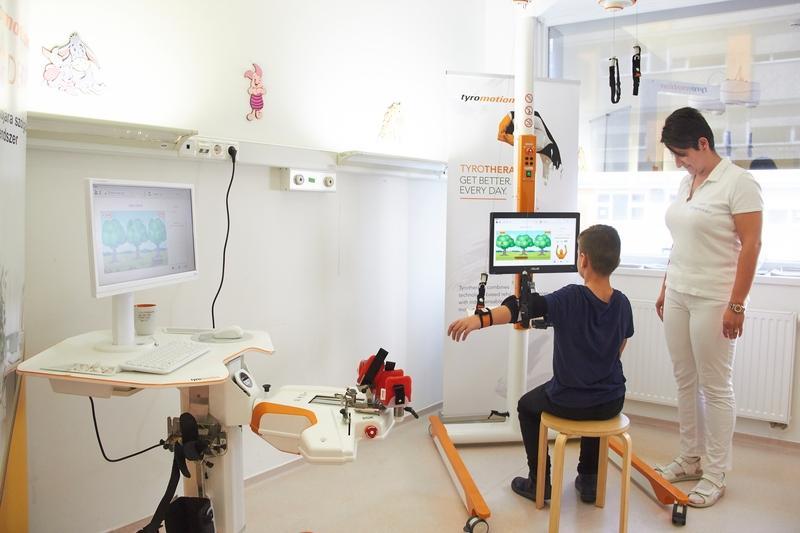 Robotterápia bemutató a kórházban