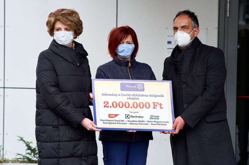 Rotary adomány a kórháznak 20201126
