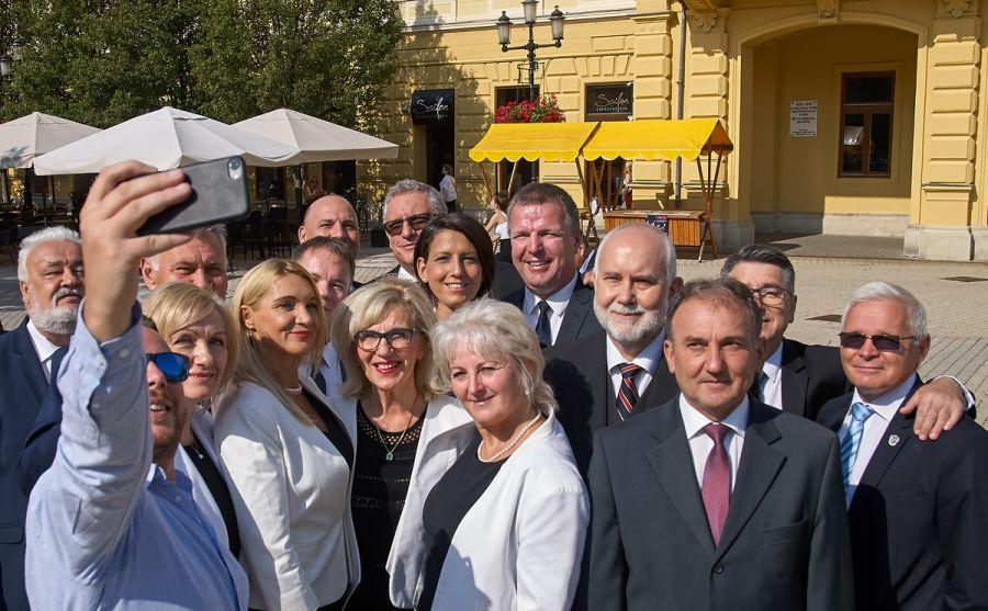 Sajtótájékoztató a Kossuth téren