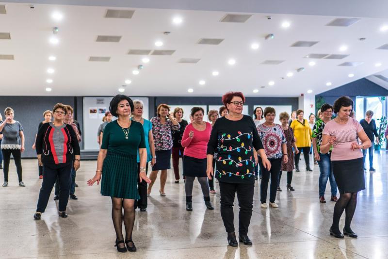 Senior táncházzal indult a hét a VMKK-ban