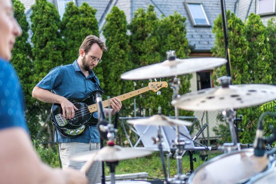 Szabadtéri koncert a Bencs Villában