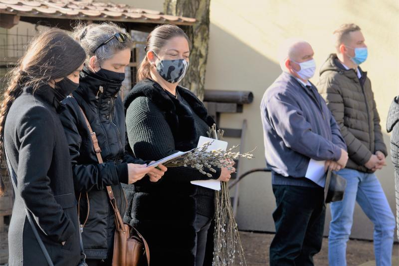 Szabadtéri Szentmise Virágvasárnap a Magyarok Nagyasszonya plébánia udvarán