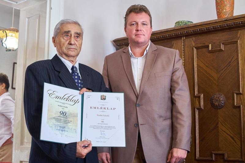 Szépkorú köszöntése - Szabó László