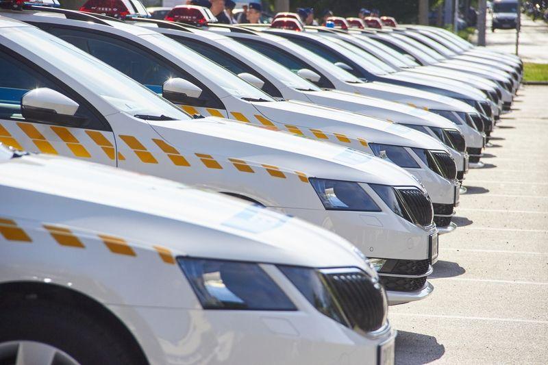 Szolgálati autók átadása