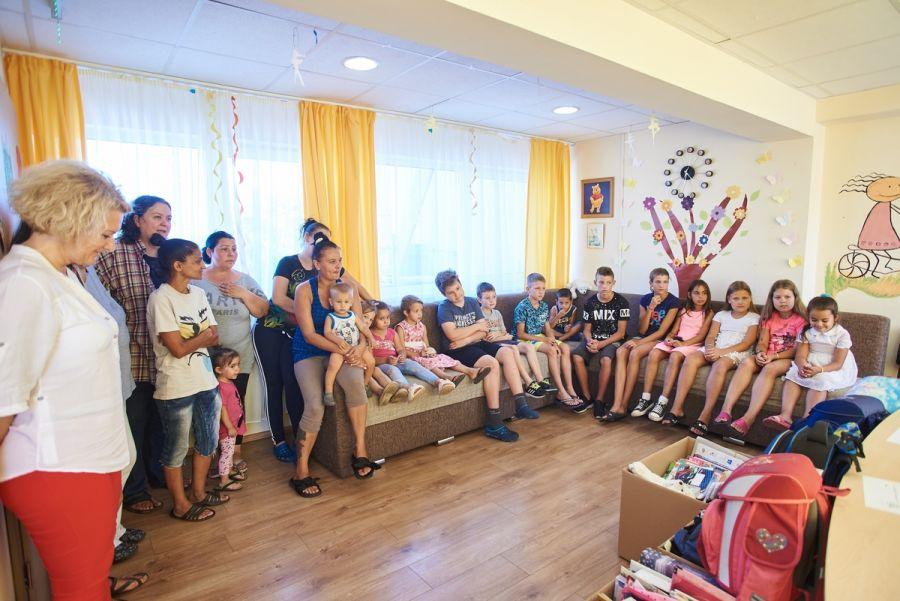 Tanszer adomány a Családok Átmeneti Otthonában