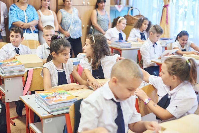 Tanszercsomag osztás a Vécsey iskolában