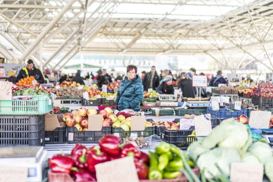 Tavaszi pillanatok a Búza téri piaccsarnokban