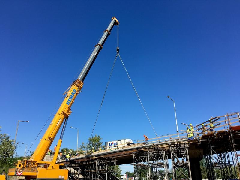 Tiszavasvári felüljáró - gerenda behelyezés