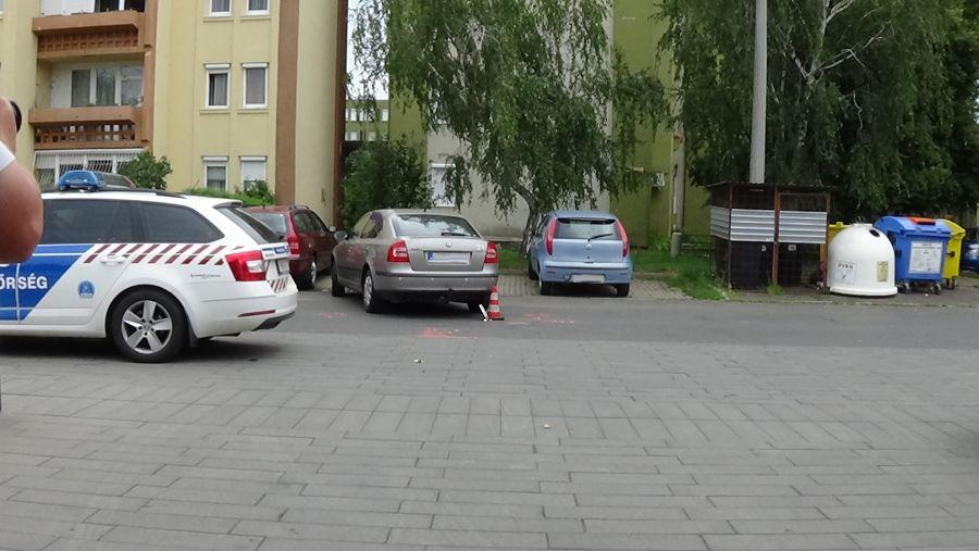 Tolató autók ütköztek az Őz utcán