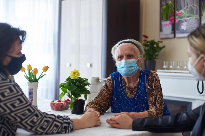 Új látogatási rend az idősotthonokban