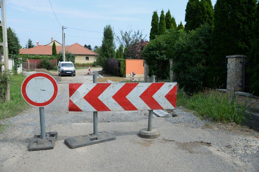 Útépítés a Borostyán utcán