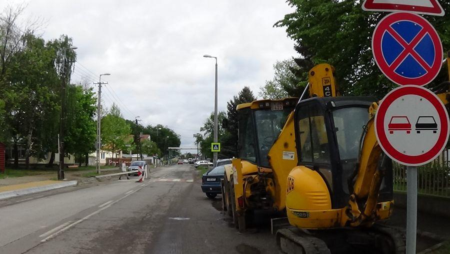 Útfelújítási munkák a Dugonics és a Legyező utcákon