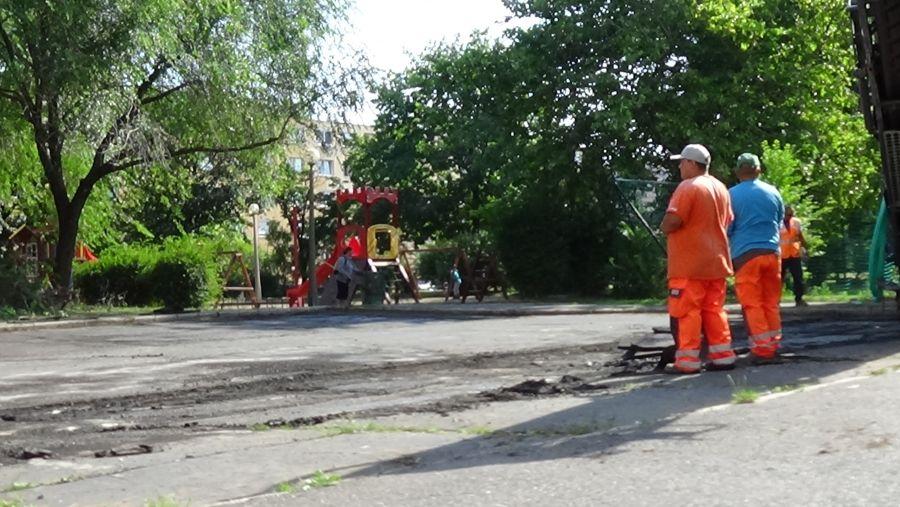 Útfelújítási munkálatok az Ungvár sétány parkolóiban