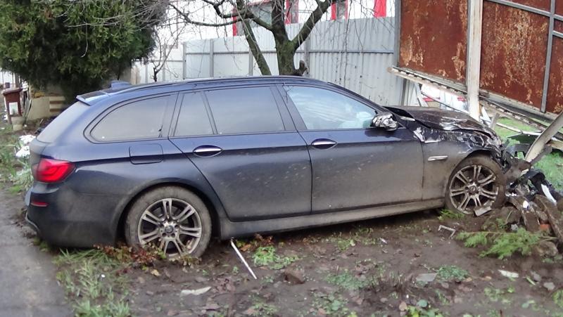 Vaskapuba rohant egy jármű a Tiszavasvári úton