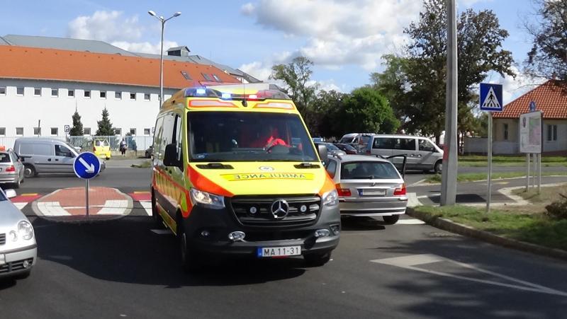 Vezetés közben lett rosszul egy sofőr a Szent István utca és az Ady Endre utca csomópontjánál
