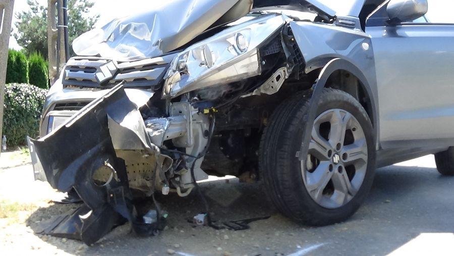Villanyoszlopnak ütközött és felborult egy autó Sóstón
