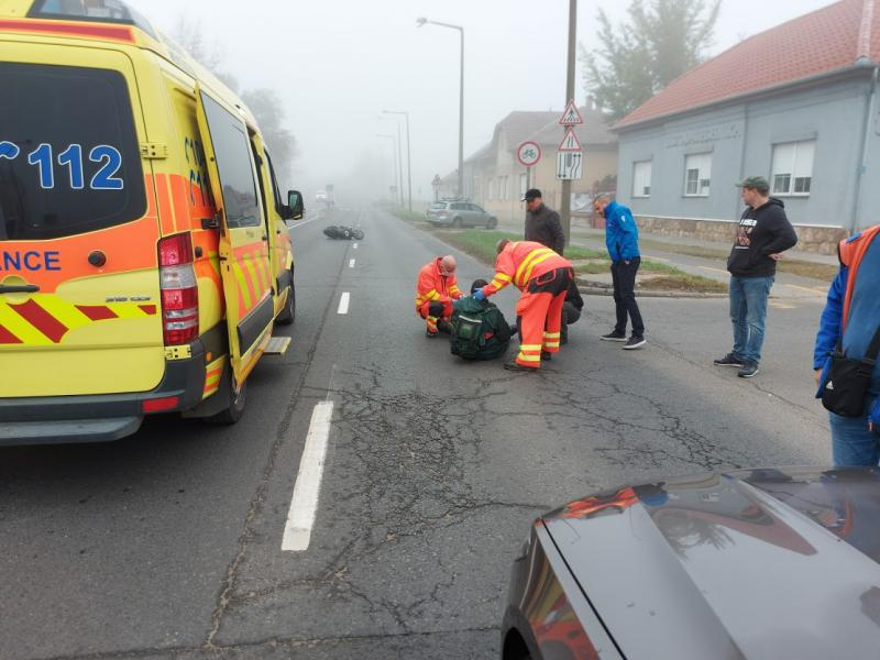 Visszapillantónak ütközött egy motoros a Bethlen Gábor utcán
