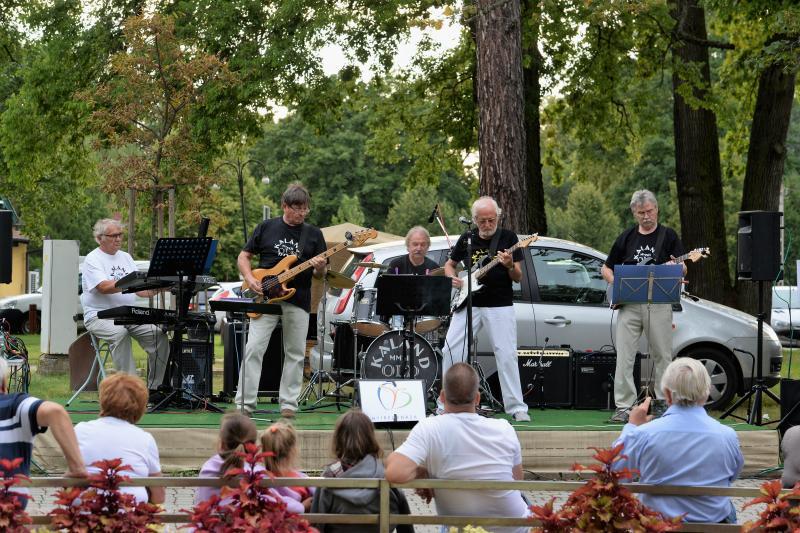 Zene Sóstón-szerdán a Kaland Old Rock együttes lépett fel