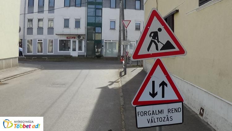 Forgalomkorlátozás az Eötvös utcában – Folytatódnak a faápolási munkák