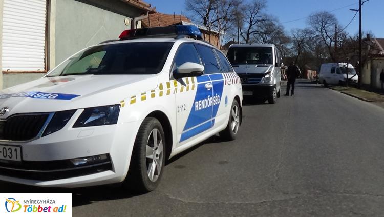 Baleset történt az Eötvös utcán, álló autónak ütközött egy haszonjármű