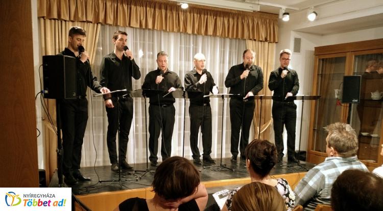 Teltházas siker volt az AcapellArt Énekegyüttes koncertje a Bencs Villában