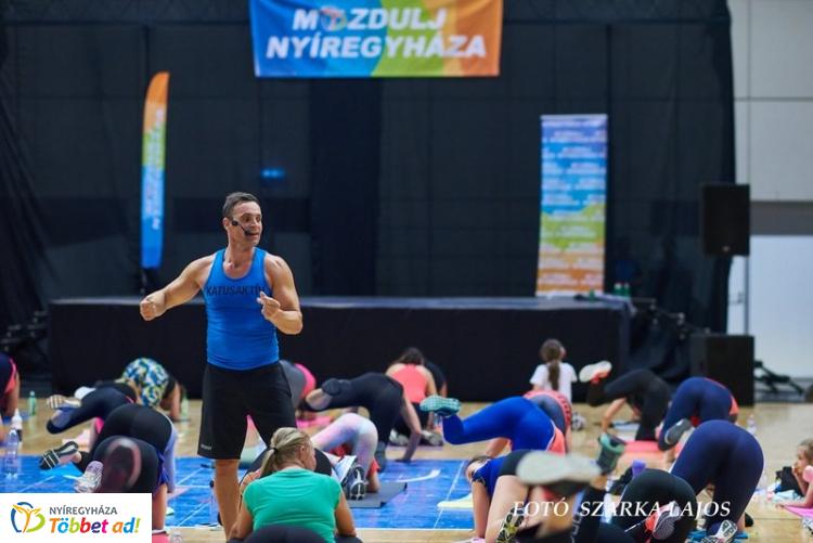 Fitt Nőnap Katus Attilával – Több mint ötszázan tornáztak együtt az edzővel