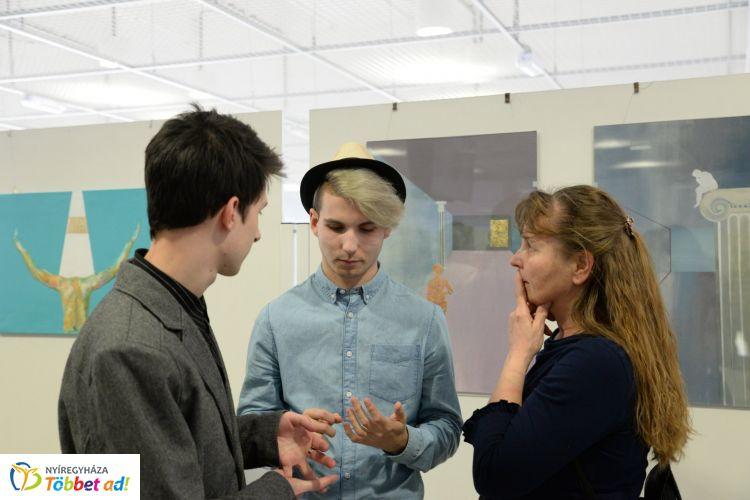 Pályázati kiállítás a Váci Mihály Kulturális Központban – Díjakkal és Universitas gyűrűvel