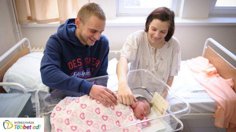 A fiatal házasok akár törlesztés nélkül is kaphatnak babaváró támogatást
