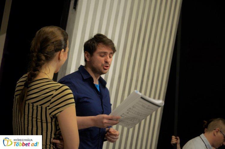 Zeneileg és érzelmekben is gazdag új előadásra készülnek a Móricz Zsigmond Színházban!