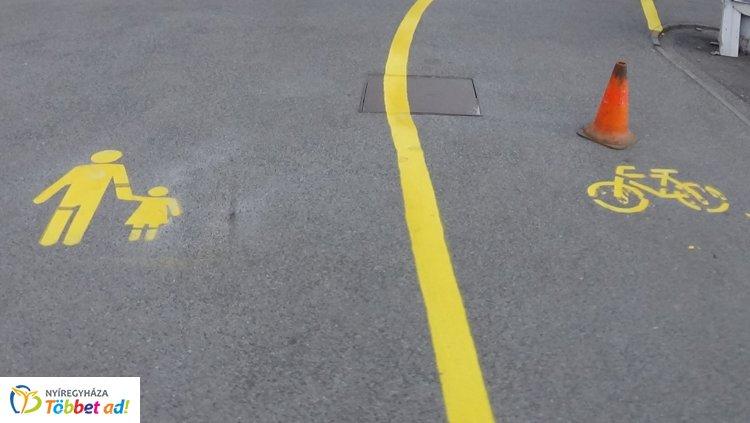 Burkolati jeleket festettek a Ferenc körúton, ideiglenes korlátozás volt érvényben