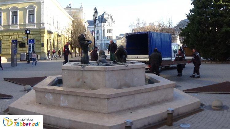 Mától ismét fürdőzik a Három grácia Nyíregyháza főterén, vége a téli pihenőnek