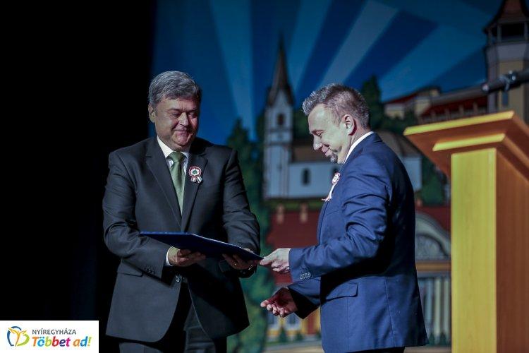 Gratulálunk! Szerkesztőségünk munkatársa, Z. Pintye Zsolt kapta idén a megyei sajtódíjat