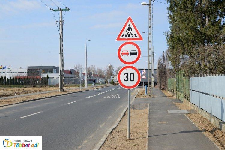Útfejlesztések Nyíregyházán  - a Kertvárosban is megújult egy szakasz
