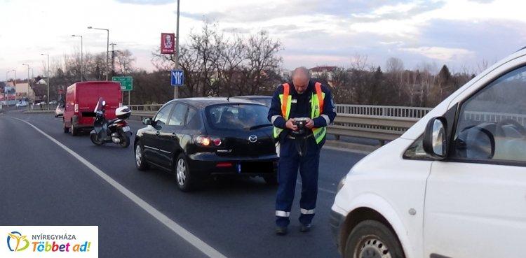 Négyes karambol a hosszú hétvégén, a  Debrecen úti felüljárónál