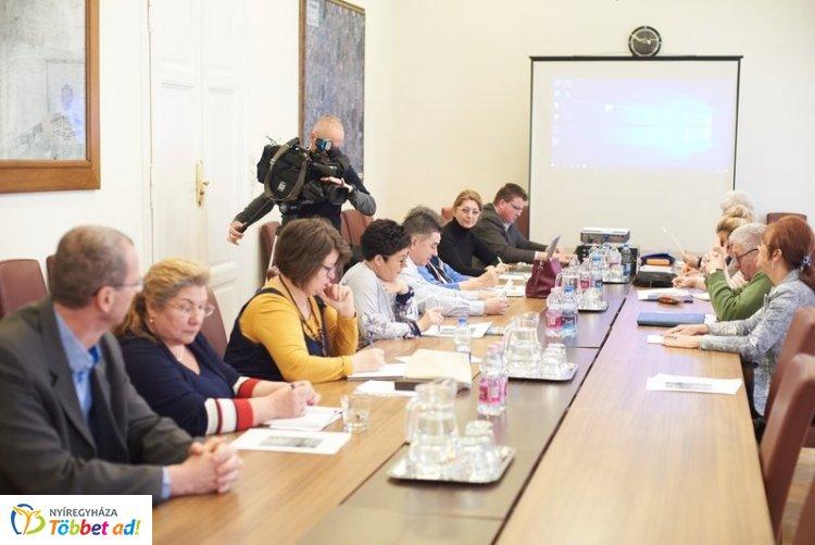 Ismét ülésezett az Idősügyi Tanács - változásokról is tájékozódtak a szépkorúak