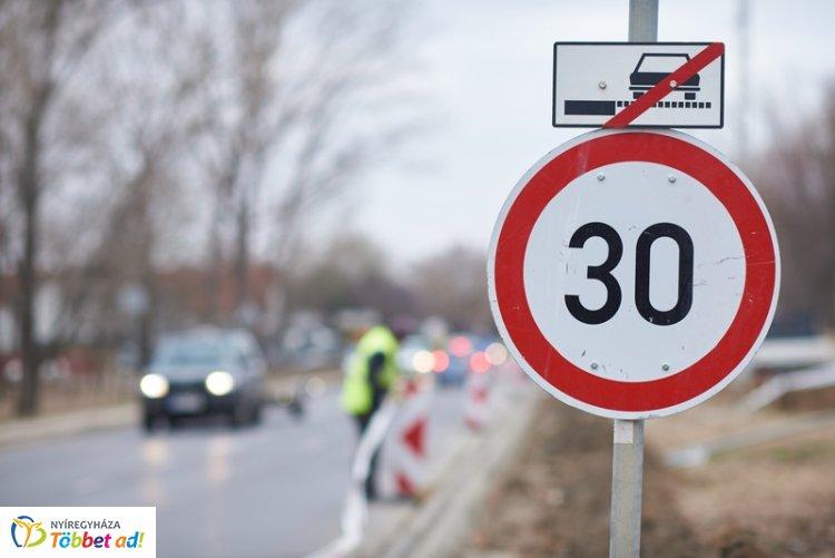 Szerdától sebességkorlátozásra kell  számítani a Kállói úton - aktualitások, útinfók